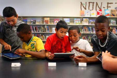 Brugklas leerlingen krijgen iPad in bruikleen