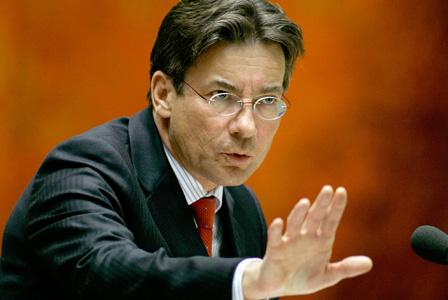 Minister Verhagen neemt geen maatregelen tegen Apple