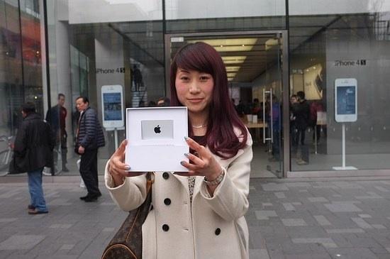 Apple overhandigt App Store winnaar haar prijs